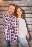 Σύνθετη εικόνα του ευτυχούς νέου ζεύγους που στέκεται πλάτη με πλάτη Στοκ φωτογραφία με δικαίωμα ελεύθερης χρήσης