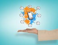 Σύνθετη εικόνα του θηλυκού χεριού που παρουσιάζει το smartphone apps Στοκ εικόνα με δικαίωμα ελεύθερης χρήσης