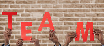 Σύνθετη εικόνα του καλλιεργημένου χεριού του αλφάβητου α εκμετάλλευσης επιχειρηματιών Στοκ Εικόνες