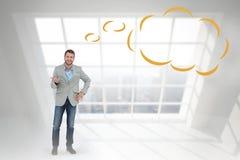 Σύνθετη εικόνα του μοντέρνου ατόμου που χαμογελά και που με τη σκεπτόμενη φυσαλίδα Στοκ φωτογραφίες με δικαίωμα ελεύθερης χρήσης