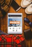 Σύνθετη εικόνα του πορτοφολιού και της τσάντας smartphone παπουτσιών Jean πουκάμισων ταμπλετών Στοκ φωτογραφία με δικαίωμα ελεύθερης χρήσης