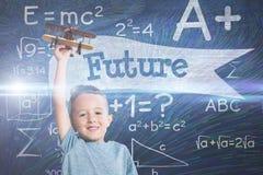Σύνθετη εικόνα του πορτρέτου του αγοριού που κρατά το ξύλινο αεροπλάνο παιχνιδιών Στοκ Φωτογραφία
