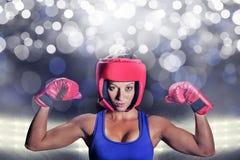Σύνθετη εικόνα του πορτρέτου του θηλυκού μαχητή με τα γάντια και το κάλυμμα Στοκ Εικόνες