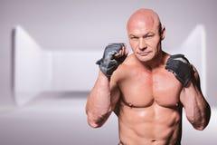 Σύνθετη εικόνα του πορτρέτου του μαχητή με τα γάντια Στοκ εικόνα με δικαίωμα ελεύθερης χρήσης