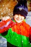 Σύνθετη εικόνα του πορτρέτου του χαριτωμένου αγοριού που δίνει το παρόν Στοκ Φωτογραφίες