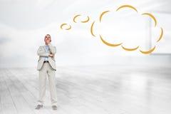Σύνθετη εικόνα του σκεπτόμενου επιχειρηματία με τη σκεπτόμενη φυσαλίδα Στοκ φωτογραφία με δικαίωμα ελεύθερης χρήσης