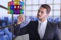 Σύνθετη εικόνα του στοχαστικού επιχειρηματία που δείχνει τον κύβο με το δάχτυλό του Στοκ φωτογραφία με δικαίωμα ελεύθερης χρήσης