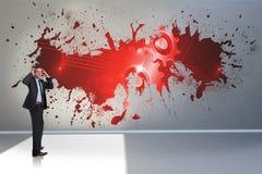 Σύνθετη εικόνα του τονισμένου επιχειρηματία με τα χέρια στο κεφάλι Στοκ Εικόνες