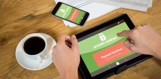 Σύνθετη εικόνα του τραπεζικού κειμένου Διαδικτύου στην κινητή οθόνη Στοκ Εικόνα
