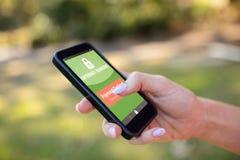 Σύνθετη εικόνα του τραπεζικού κειμένου Διαδικτύου στην πράσινη κινητή επίδειξη Στοκ φωτογραφίες με δικαίωμα ελεύθερης χρήσης