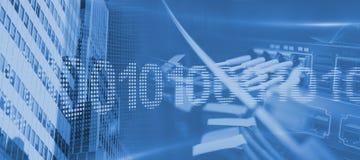 Σύνθετη εικόνα του δυαδικού κώδικα στην ψηφιακή οθόνη Στοκ φωτογραφίες με δικαίωμα ελεύθερης χρήσης
