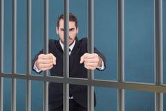 Σύνθετη εικόνα του υ επιχειρηματία που στέκεται με τις σφιγγμένες πυγμές Στοκ φωτογραφία με δικαίωμα ελεύθερης χρήσης