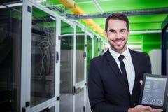 Σύνθετη εικόνα του χαμογελώντας επιχειρηματία που παρουσιάζει PC ταμπλετών του Στοκ φωτογραφίες με δικαίωμα ελεύθερης χρήσης