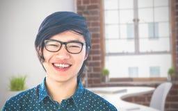 Σύνθετη εικόνα του χαμογελώντας hipster επιχειρηματία που εξετάζει τη κάμερα Στοκ εικόνες με δικαίωμα ελεύθερης χρήσης