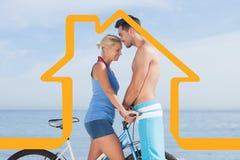 Σύνθετη εικόνα του χαριτωμένου ζεύγους μαζί με τα ποδήλατά τους Στοκ Φωτογραφίες
