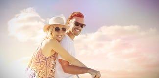 Σύνθετη εικόνα του χαριτωμένου ζεύγους σε μια ψηφιακή σύνθετη εικόνα γύρου ποδηλάτων Στοκ φωτογραφίες με δικαίωμα ελεύθερης χρήσης
