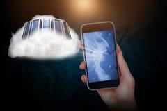 Σύνθετη εικόνα του χεριού που κρατά το κινητό τηλέφωνο στο μαύρο κλίμα Στοκ Εικόνα