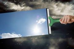 Σύνθετη εικόνα του χεριού που χρησιμοποιεί την ψήκτρα Στοκ Εικόνες