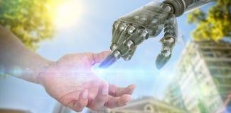Σύνθετη εικόνα του χεριού του ατόμου που προσποιείται να κρατήσει ένα αόρατο αντικείμενο Στοκ φωτογραφίες με δικαίωμα ελεύθερης χρήσης