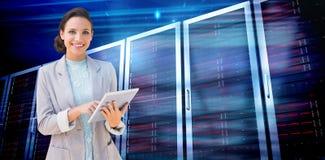 Σύνθετη εικόνα του brunette που χρησιμοποιεί το PC ταμπλετών Στοκ εικόνα με δικαίωμα ελεύθερης χρήσης
