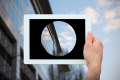 Σύνθετη εικόνα του PC ταμπλετών εκμετάλλευσης χεριών Στοκ φωτογραφία με δικαίωμα ελεύθερης χρήσης