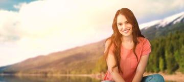 Σύνθετη εικόνα των ευτυχών γυναικών που σκέφτονται στο πάτωμα στοκ εικόνες με δικαίωμα ελεύθερης χρήσης