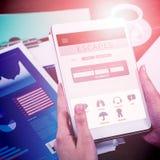 Σύνθετη εικόνα των διακοπών που κρατούν app Στοκ Εικόνα