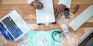 Σύνθετη εικόνα των ιατρικών εικονιδίων hexagons στις επιλογές διεπαφών Στοκ εικόνα με δικαίωμα ελεύθερης χρήσης