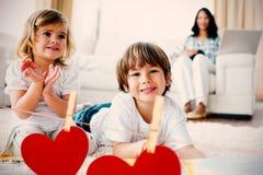 Σύνθετη εικόνα των καρδιών σε απευθείας σύνδεση Στοκ Εικόνες