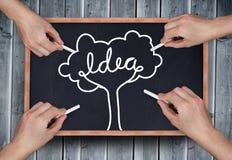 Σύνθετη εικόνα των πολλαπλάσιων χεριών που σύρουν το δέντρο ιδέας με την κιμωλία Στοκ Εικόνα