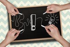 Σύνθετη εικόνα των πολλαπλάσιων χεριών που σύρουν το σημάδι θαυμαστικών με την κιμωλία Στοκ εικόνες με δικαίωμα ελεύθερης χρήσης