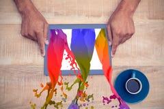 Σύνθετη εικόνα των ρόδινων παφλασμών και των πτώσεων χρωμάτων Στοκ Εικόνες
