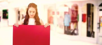 Σύνθετη εικόνα των όμορφων γυναικών brunette που κρατούν την κενή αφίσα στοκ φωτογραφίες με δικαίωμα ελεύθερης χρήσης