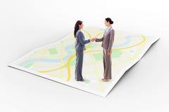 Σύνθετη εικόνα δύο επιχειρηματιών που τινάζουν τα χέρια Στοκ φωτογραφίες με δικαίωμα ελεύθερης χρήσης
