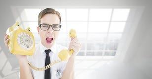 Σύνθετη εικόνα geeky να φωνάξει επιχειρηματιών στο αναδρομικό τηλέφωνο Στοκ εικόνα με δικαίωμα ελεύθερης χρήσης