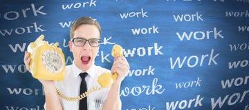 Σύνθετη εικόνα geeky να φωνάξει επιχειρηματιών στο αναδρομικό τηλέφωνο Στοκ φωτογραφία με δικαίωμα ελεύθερης χρήσης