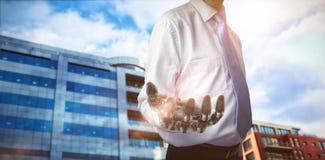Σύνθετη εικόνα midsection του επιχειρηματία με το ρομποτικό χέρι τρισδιάστατο Στοκ Εικόνα