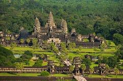Σύνθετη, εναέρια άποψη ναών Wat Angkor η Καμπότζη συγκεντρώνει siem Μεγαλύτερο θρησκευτικό μνημείο στον κόσμο 162 6 εκτάρια Στοκ Εικόνα