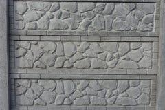Σύνθετος συγκεκριμένος φράκτης με την πέτρα όπως το σχέδιο ανακούφισης στοκ φωτογραφία με δικαίωμα ελεύθερης χρήσης