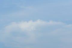 Σύννεφα αέρα στο μπλε ουρανό Στοκ εικόνα με δικαίωμα ελεύθερης χρήσης