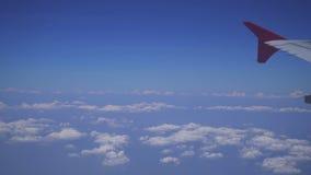 σύννεφα αεροπλάνων που πετούν φιλμ μικρού μήκους