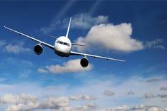 Σύννεφα αεροπλάνων στο μπλε υποβάθρου φύσης αεροπλάνων Στοκ Φωτογραφία