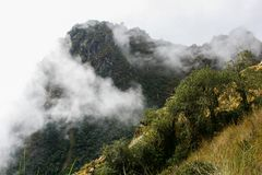 Σύννεφα, βουνά και το ίχνος Inca Περού τρισδιάστατος νότος τρία απεικόνισης αριθμού της Αμερικής όμορφος διαστατικός πολύ Στοκ Εικόνα