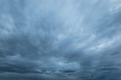 Σύννεφα βροχής και Nimbus στοκ φωτογραφία