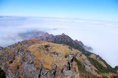 Σύννεφα γύρω από το mountaintop Στοκ φωτογραφίες με δικαίωμα ελεύθερης χρήσης