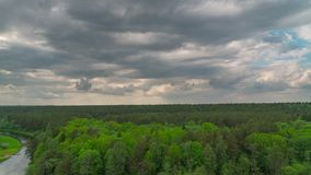 Σύννεφα δασών, ποταμών και βροχής, πανοραμικό χρόνος-σφάλμα φιλμ μικρού μήκους