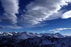 Σύννεφα επάνω από τα βουνά Στοκ Εικόνα
