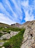 Σύννεφα επάνω από την αιχμή Longs Στοκ Φωτογραφία