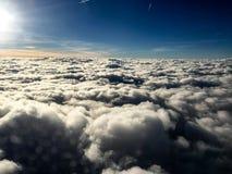 σύννεφα ηλιόλουστα στοκ φωτογραφία με δικαίωμα ελεύθερης χρήσης