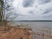 Σύννεφα θύελλας πέρα από τη λίμνη της Ιορδανίας Στοκ εικόνες με δικαίωμα ελεύθερης χρήσης